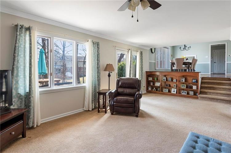 7701 Camelback Drive Indianapolis, IN 46250 | MLS 21689480 | photo 12