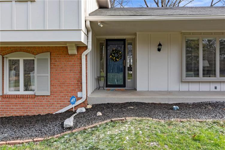 7701 Camelback Drive Indianapolis, IN 46250 | MLS 21689480 | photo 3