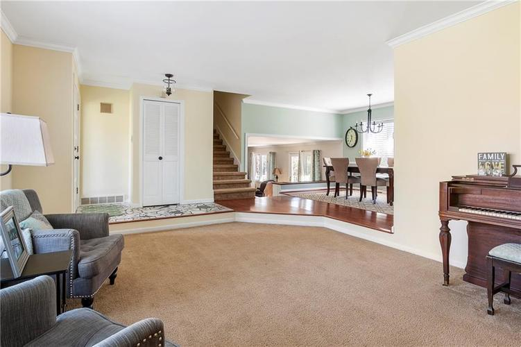 7701 Camelback Drive Indianapolis, IN 46250 | MLS 21689480 | photo 6