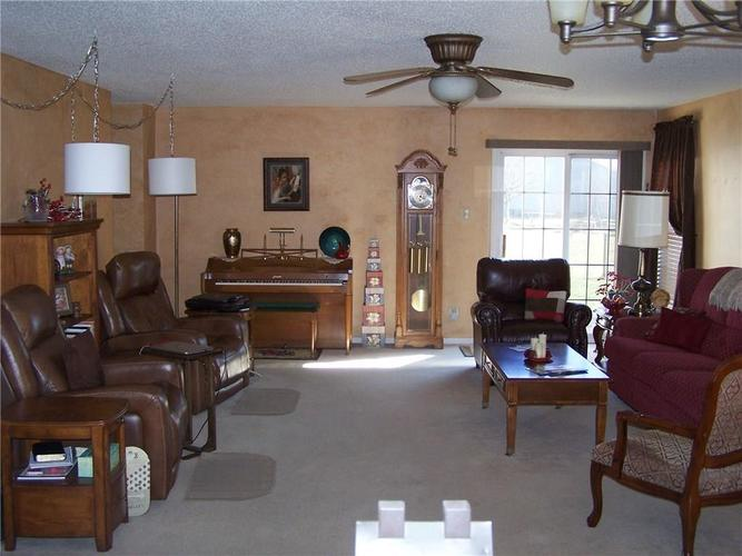 909 Runnymede Drive Greenfield, IN 46140 | MLS 21689542 | photo 5