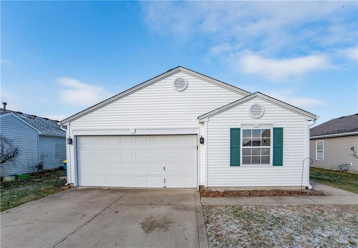 8562  Bluff Point Drive Camby, IN 46113 | MLS 21689549