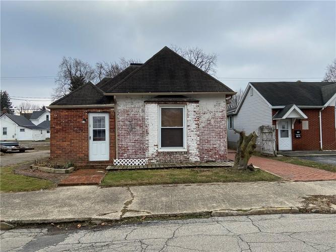 107 W Monroe Street Alexandria IN 46001 | MLS 21689651 | photo 2