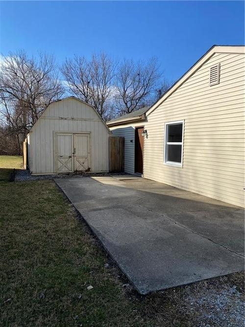 801 Eberhart Drive Shelbyville, IN 46176 | MLS 21689667 | photo 2