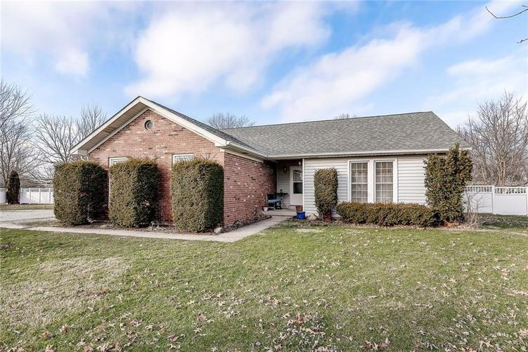 5626 S High Acres Court New Palestine, IN 46163 | MLS 21689682