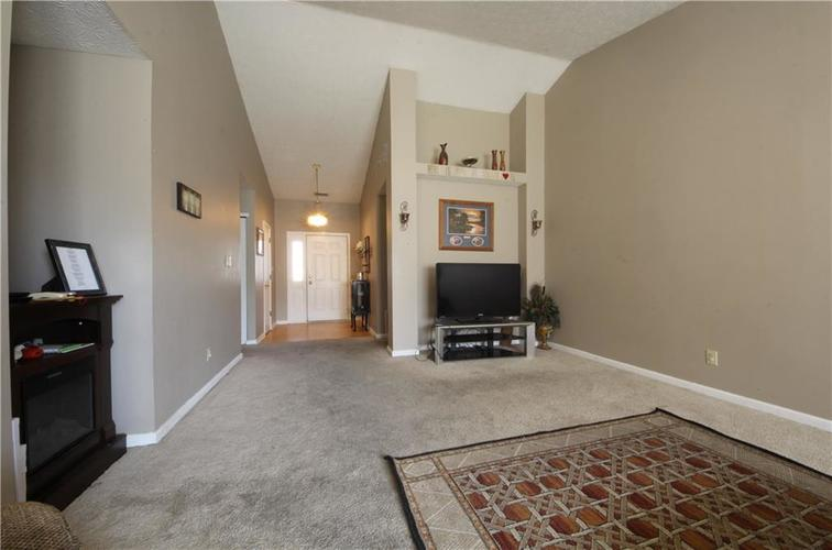 5541 Alcott Circle Indianapolis, IN 46221 | MLS 21689840 | photo 5