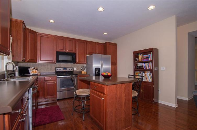 2350 The Springs Drive #15 Indianapolis, IN 46260 | MLS 21689842 | photo 14