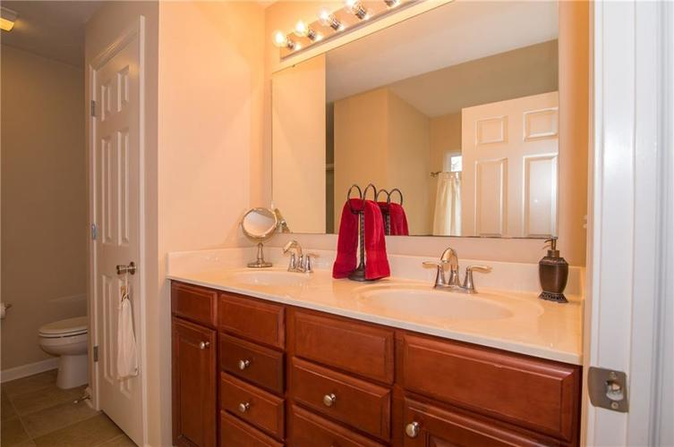 2350 The Springs Drive #15 Indianapolis, IN 46260 | MLS 21689842 | photo 18