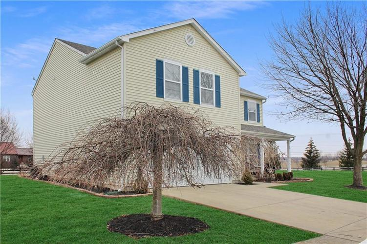9196 Princeton Circle Plainfield, IN 46168 | MLS 21690016 | photo 2