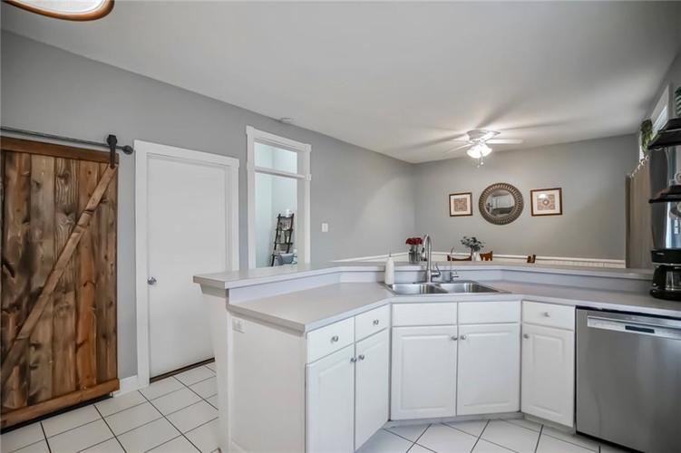723 E McCarty Street Indianapolis, IN 46203 | MLS 21690054 | photo 10