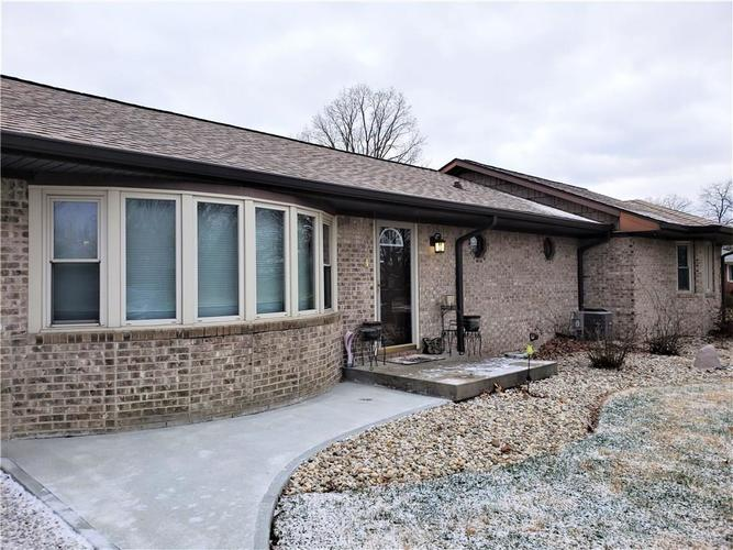 2805 E DUDLEY Avenue Indianapolis, IN 46227 | MLS 21690075 | photo 2