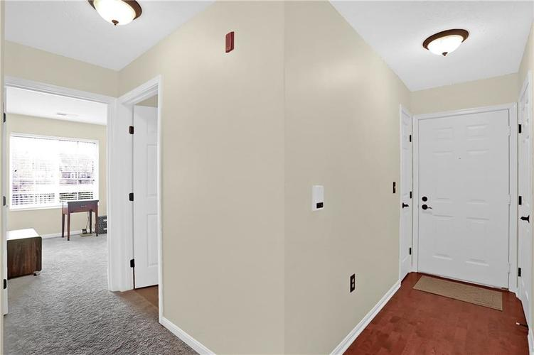 8920 Hunters Creek Drive #102 Indianapolis, IN 46227 | MLS 21690389 | photo 4
