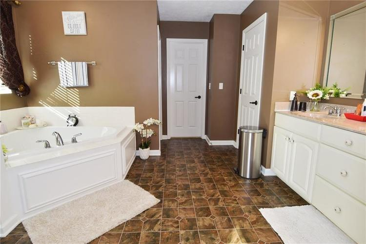 2038 Talisker Court Avon, IN 46123 | MLS 21690430 | photo 36