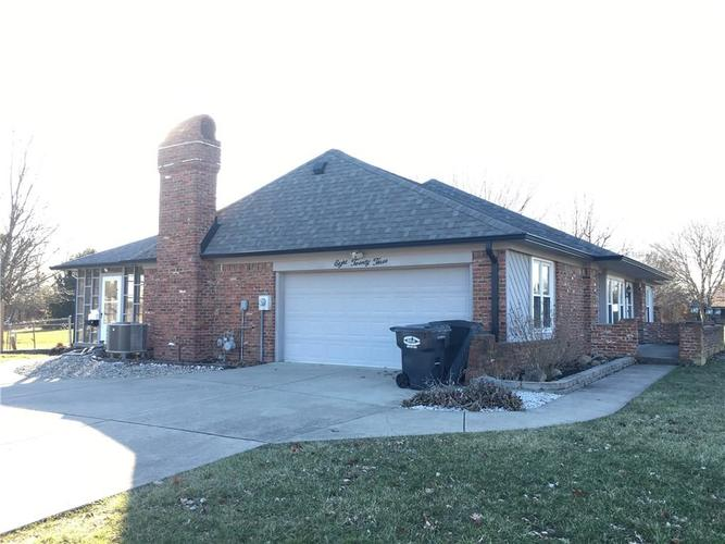 823  Granada Drive Greenwood, IN 46143 | MLS 21690447