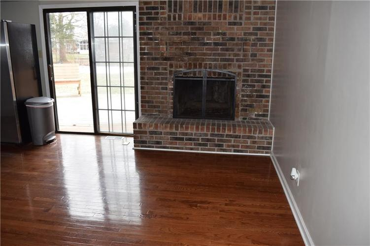 673 W 73rd Street Indianapolis, IN 46260 | MLS 21690569 | photo 3