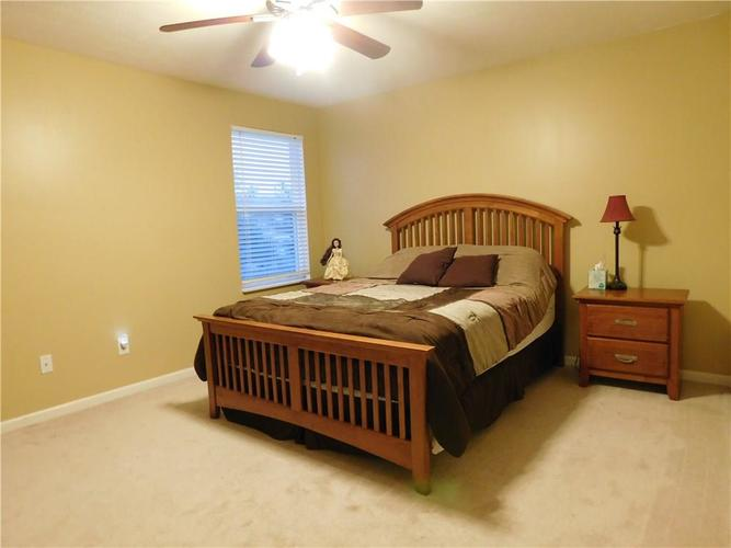 10903 Greenleaf Drive Indianapolis, IN 46229 | MLS 21690727 | photo 12