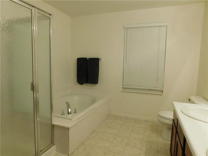 10903 Greenleaf Drive Indianapolis, IN 46229 | MLS 21690727 | photo 20