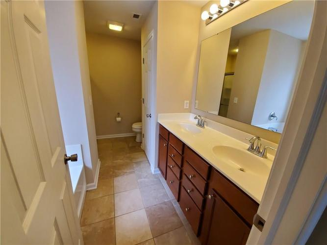 2386 The Springs Drive Indianapolis IN 46260   MLS 21690766   photo 19