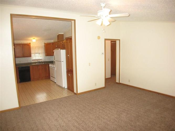 917 W North St Greenfield, IN 46140 | MLS 21690908 | photo 2