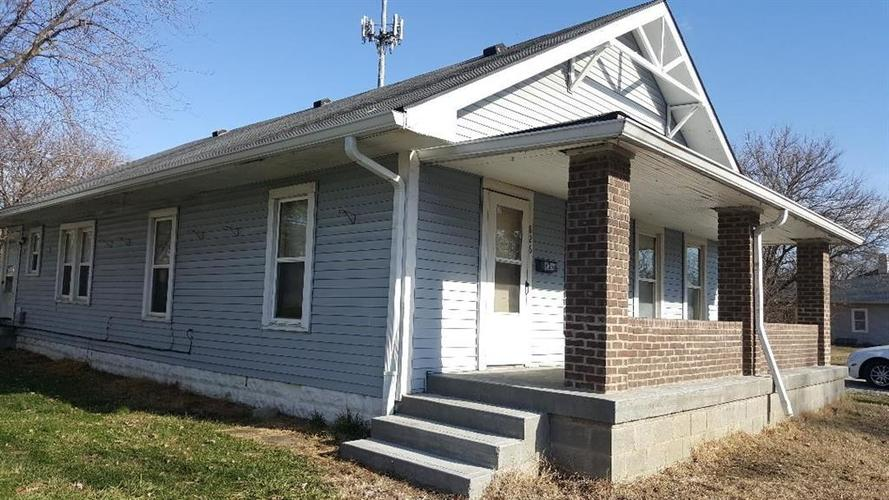 826 E Pleasant Run Parkway North Drive Indianapolis, IN 46203   MLS 21690926   photo 1