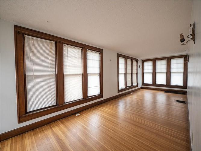 2201 S Lynhurst Drive Indianapolis, IN 46241 | MLS 21690993 | photo 6