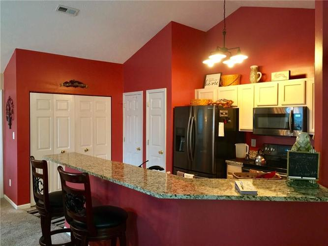 9336 Villa Woods Drive #137 Avon, IN 46123 | MLS 21691091 | photo 6