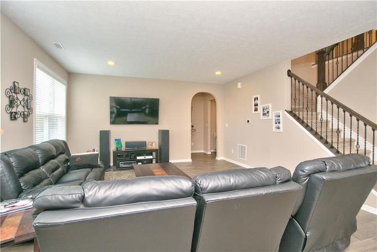 517 Amersham Court Avon, IN 46123 | MLS 21691242 | photo 10
