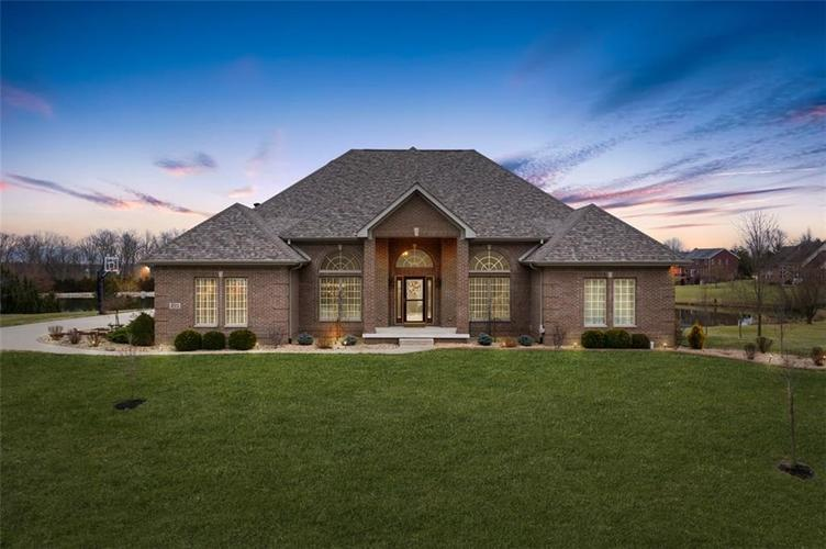 2511 WOODLAND FARMS Drive Columbus IN 47201 | MLS 21692609 | photo 1