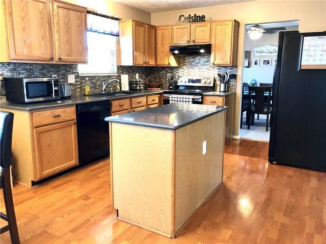 1612 Perry Commons Boulevard Indianapolis, IN 46217 | MLS 21693124 | photo 12