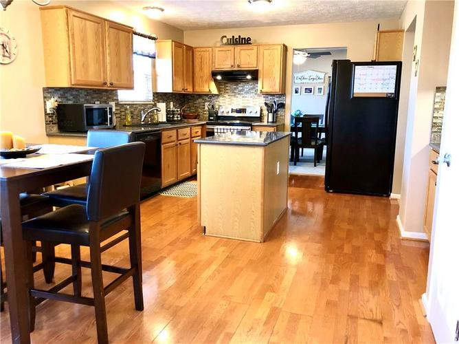 1612 Perry Commons Boulevard Indianapolis, IN 46217 | MLS 21693124 | photo 17