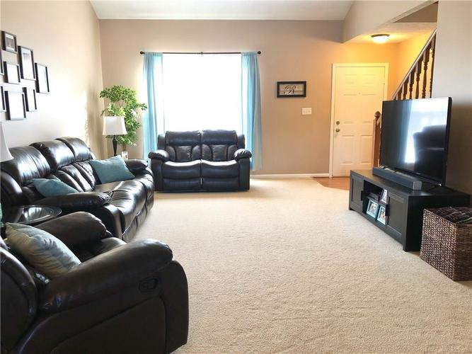 1612 Perry Commons Boulevard Indianapolis, IN 46217 | MLS 21693124 | photo 4