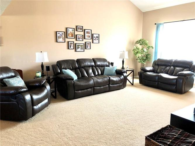 1612 Perry Commons Boulevard Indianapolis, IN 46217 | MLS 21693124 | photo 6