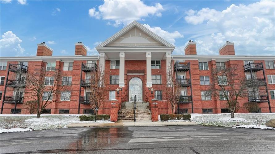 8650 Jaffa Court West Drive, Unit #33 Drive #33 Indianapolis, IN 46260   MLS 21693747   photo 1