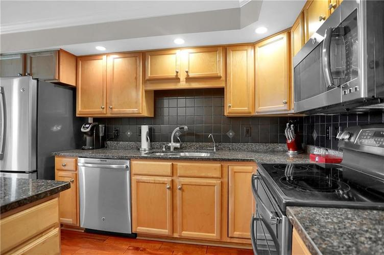 8650 Jaffa Court West Drive, Unit #33 Drive #33 Indianapolis, IN 46260   MLS 21693747   photo 12