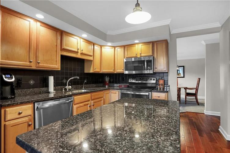 8650 Jaffa Court West Drive, Unit #33 Drive #33 Indianapolis, IN 46260   MLS 21693747   photo 13