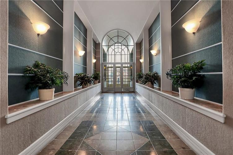 8650 Jaffa Court West Drive, Unit #33 Drive #33 Indianapolis, IN 46260   MLS 21693747   photo 2
