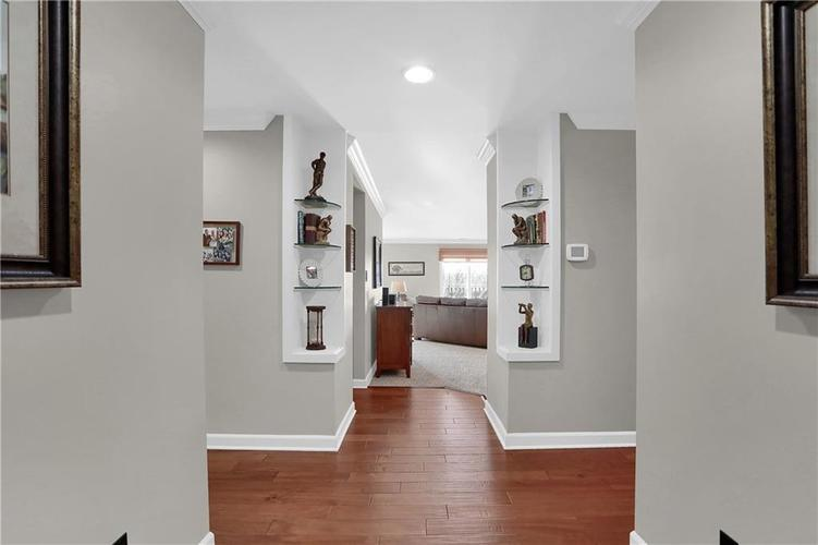 8650 Jaffa Court West Drive, Unit #33 Drive #33 Indianapolis, IN 46260   MLS 21693747   photo 3