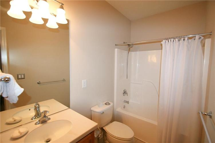 13973 Avalon East Drive Fishers, IN 46037   MLS 21694326   photo 18