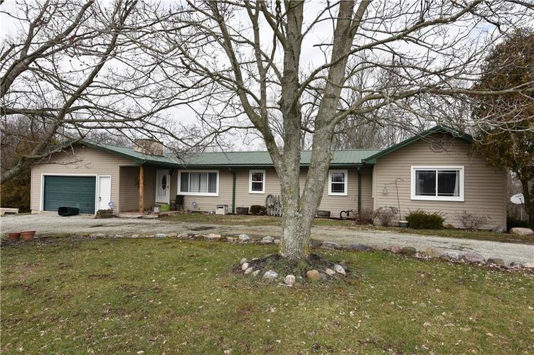 6290 W 930 S Columbus, IN 47201 | MLS 21694354 | photo 1