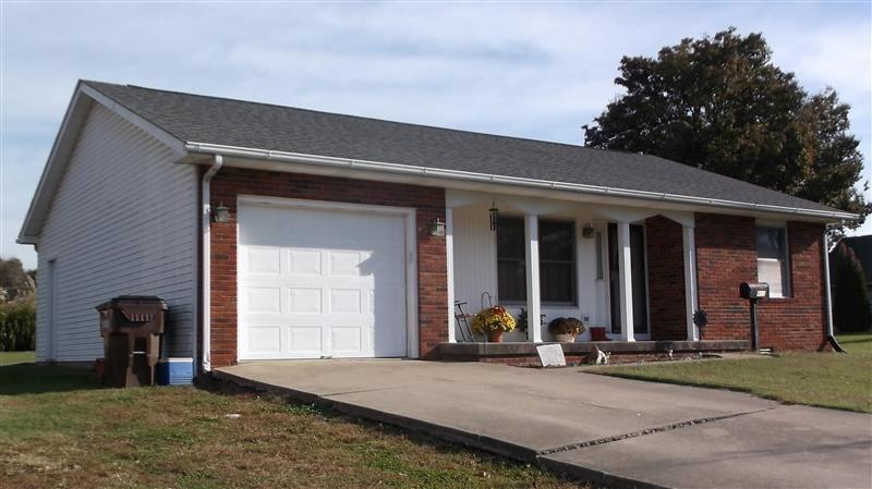 411 E Commerce Street Brownstown IN 47220 | MLS 21694555 | photo 1