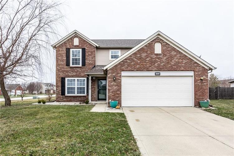 1062 Amy Court Greenwood IN 46143 | MLS 21695013 | photo 1