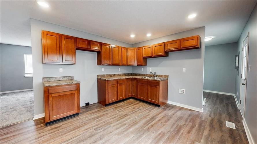 8243 E 41st Place Indianapolis IN 46226   MLS 21695179   photo 14