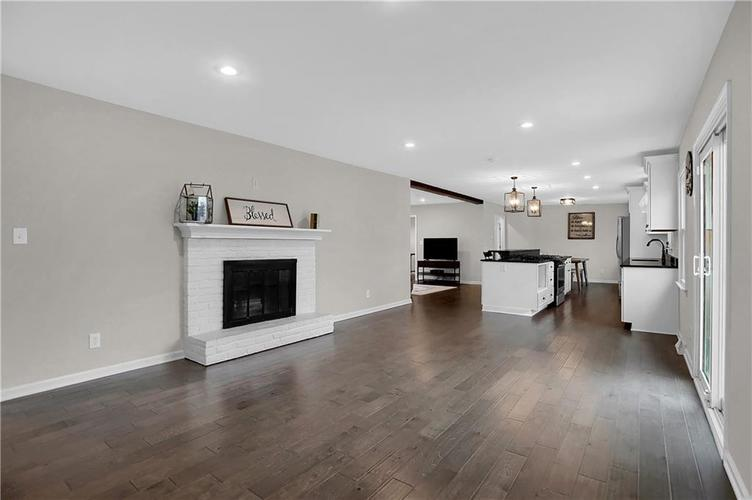 7866 Redcoach Circle Indianapolis, IN 46250 | MLS 21695181 | photo 10