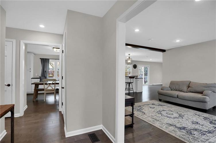 7866 Redcoach Circle Indianapolis, IN 46250 | MLS 21695181 | photo 4