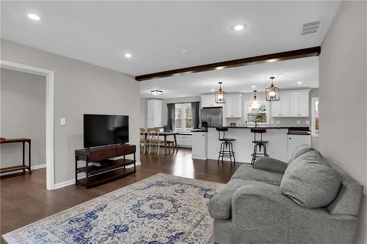 7866 Redcoach Circle Indianapolis, IN 46250 | MLS 21695181 | photo 5