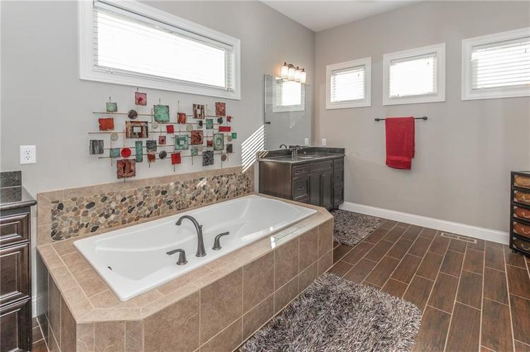 14329 Overbrook Drive Carmel IN 46074 | MLS 21695368 | photo 25