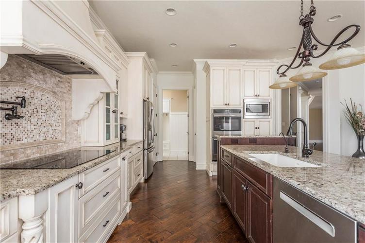 11621 Willow Springs Drive Zionsville, IN 46077   MLS 21695393   photo 13