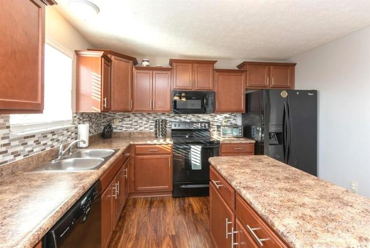 2462 Sungold Trail Greenwood, IN 46143 | MLS 21696326 | photo 13