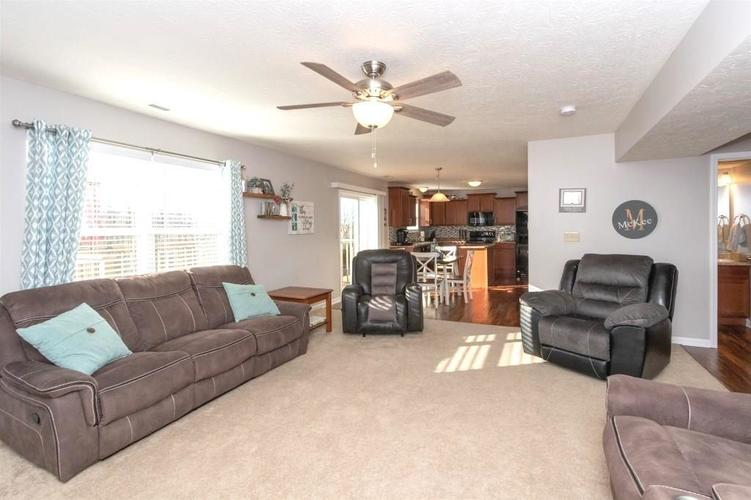 2462 Sungold Trail Greenwood, IN 46143 | MLS 21696326 | photo 7