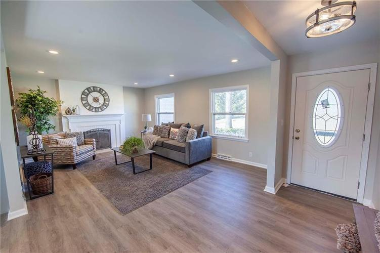 2427 Shady Lane Anderson, IN 46011 | MLS 21696333 | photo 2