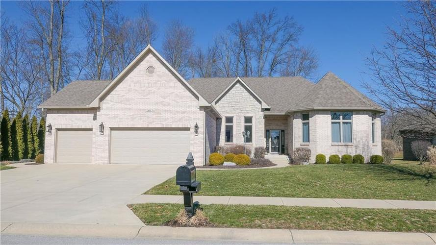 5834 Peaking Fox Drive Indianapolis IN 46237 | MLS 21696790 | photo 1